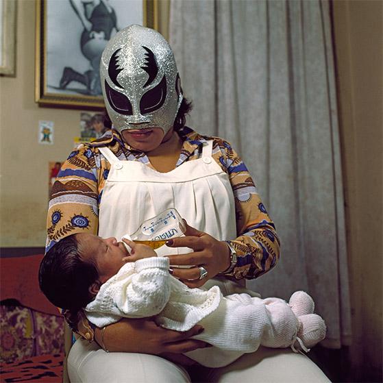 lucha-libre-photographs-by-lourdes-grobet